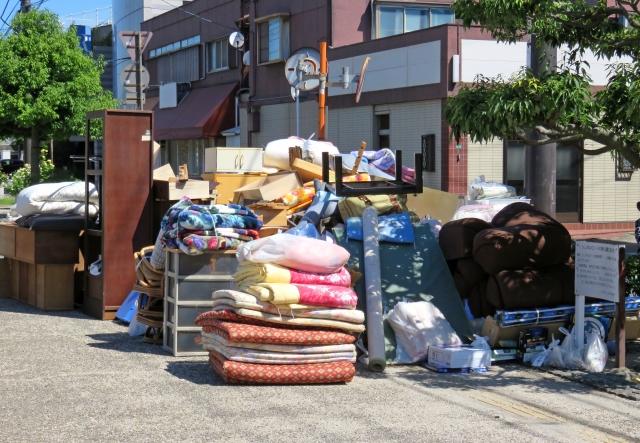 粗大ゴミと布団