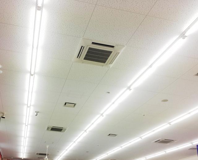 オフィスの天井や照明