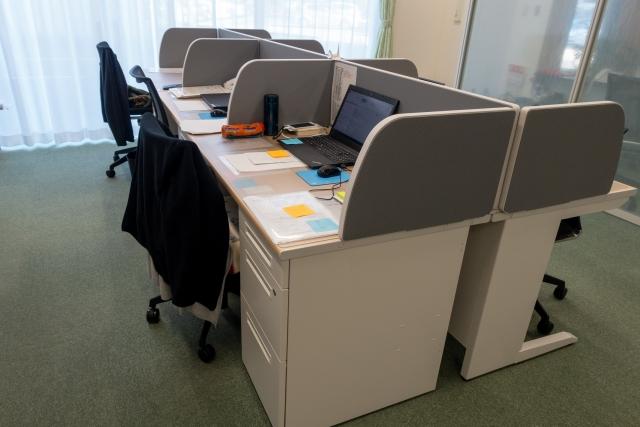 オフィスのデスクやチェアー